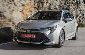 Toyota Corolla Touring Sport 2019 tracking shot
