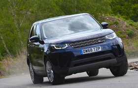 Land Rover Discovery 2019 front cornering shot