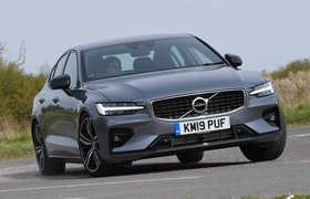 Volvo S60 2019 front cornering shot