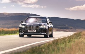 BMW 7 Series 2019 RHD front left tracking shot