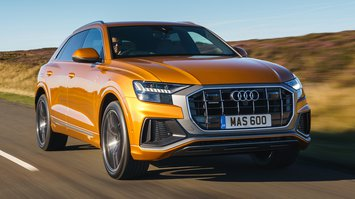 Audi Q8 2021 front right tracking