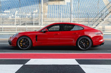2019 Porsche Panamera GTS side