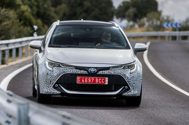 Toyota Corolla Touring Sports nose on action