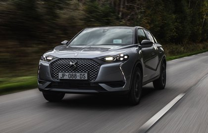 DS 3 E-TENSE 2019 LHD front tracking