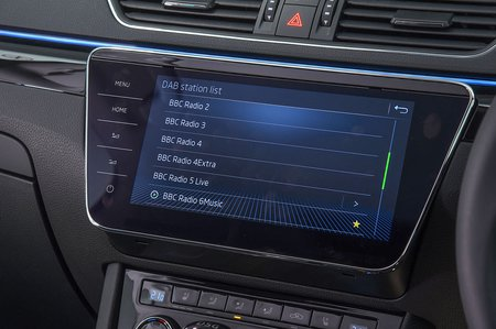 2018 Skoda Superb estate infotainment
