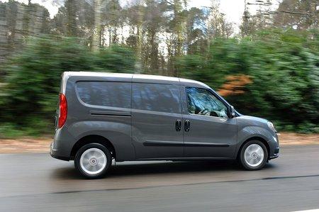Fiat Doblo Cargo side
