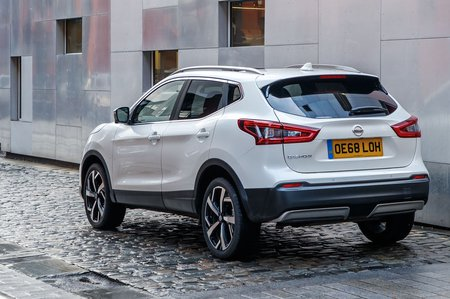 2019 Nissan Qashqai rear three-quarter driving