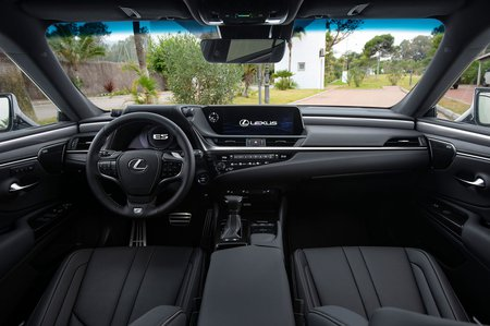 Lexus ES 2019 dashboard