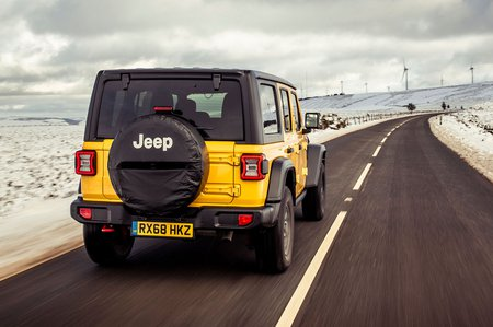 Jeep Wrangler 2019 rear tracking shot