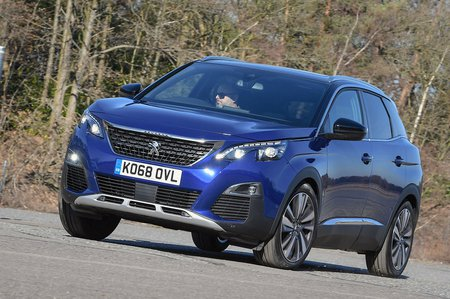 Peugeot 3008 2019 front left cornering shot