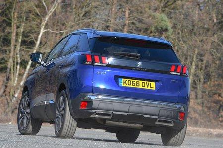 Peugeot 3008 2019 front left rear cornering shot