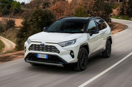 Toyota RAV4 2019 front left tracking shot