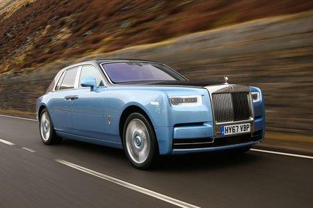 Rolls Royce Phantom 2018 Right Road Tracking Shot