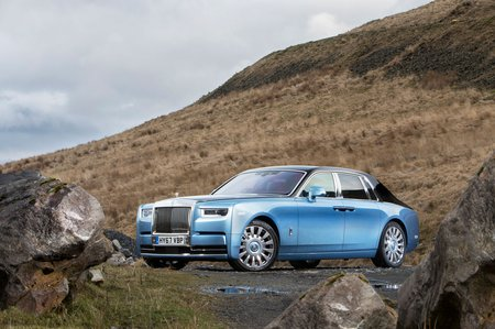 Rolls-Royce Phantom 2018 front left exterior