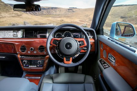 Rolls-Royce Phantom 2018 RHD dashboard