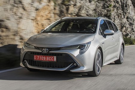 Toyota Corolla Touring Sport 2019 tracking shot