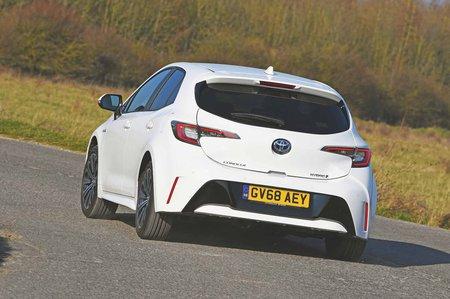 Toyota Corolla 2019 rear left tracking shot