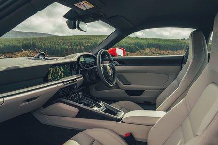 2019 Porsche 911 (992) front seats