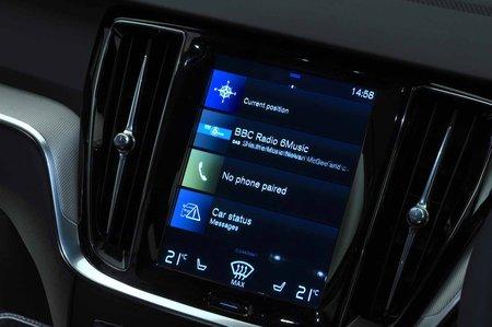 Volvo S60 2019 RHD infotainment