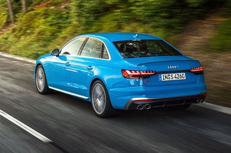 Audi S4 2019 LHD rear tracking