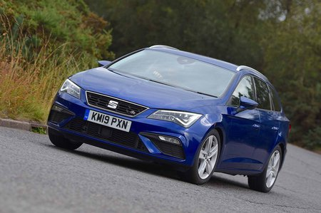 Seat Leon Estate 2019 front cornering