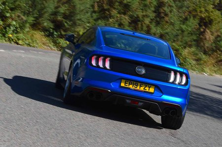 Ford Mustang Coupe 2019 rear cornering