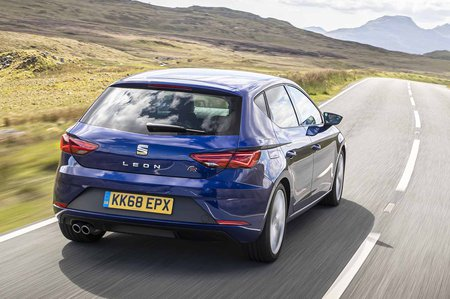 Seat Leon hatchback 2019 rear tracking