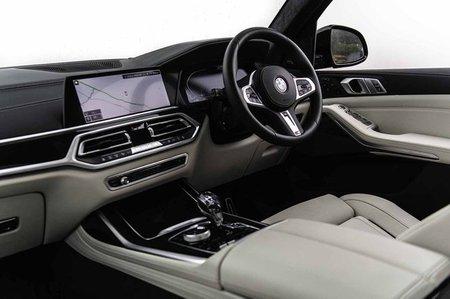BMW X7 - interior