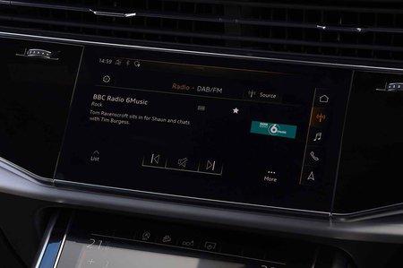 Audi Q7 2019 RHD infotainment