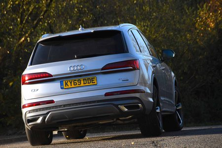 Audi Q7 2019 rear right cornering