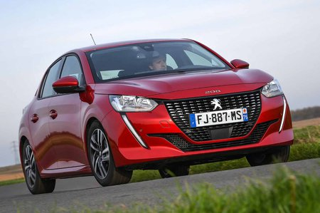Peugeot 208 2019 front tracking (LHD)