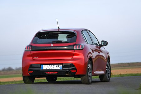 Peugeot 208 2019 rear tracking (LHD)
