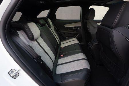 Peugeot 3008 Hybrid 2020 rear seats LHD