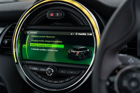 Mini Electric 2020 RHD infotainment