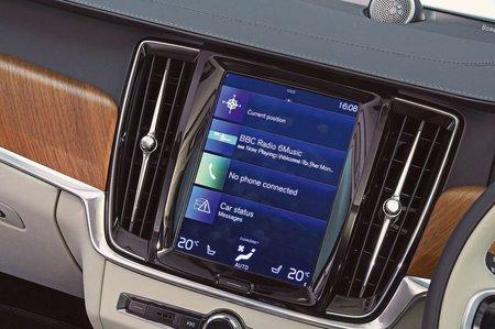 Volvo S90 2018 RHD infotainment