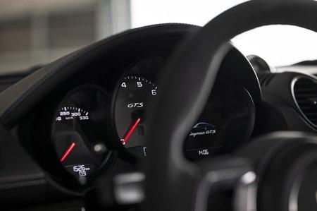 Porsche Cayman 2020 LHD dashboard detail