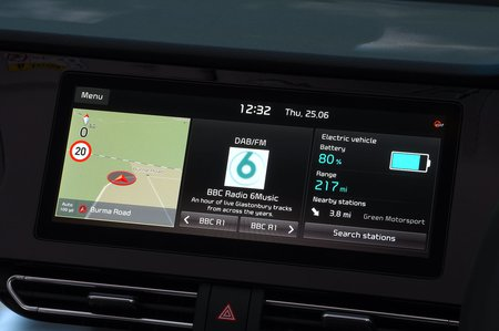 Kia e-Niro 2020 RHD infotainment