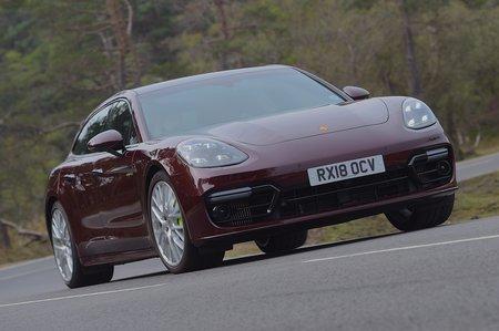 Porsche Panamera Sport Turismo 2020 front cornering