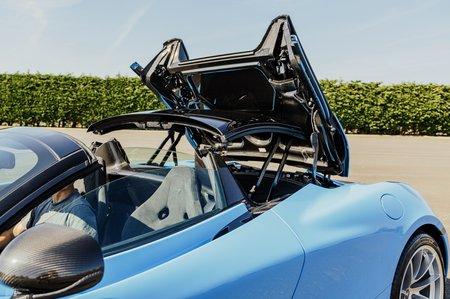 McLaren 720S Spider roof folding