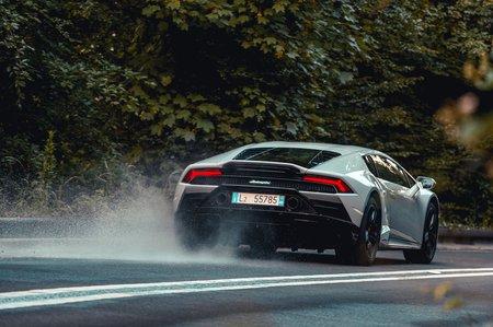 Lamborghini Huracan Evo 2020 rear tracking
