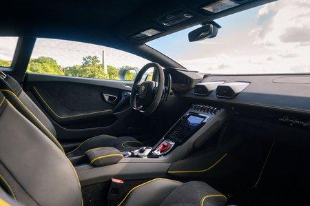 Lamborghini Huracan Evo 2020 front seats