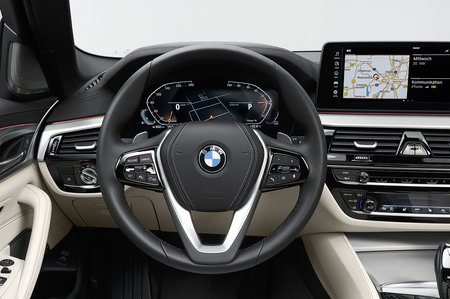 BMW 5 Series Touring 2020 dashboard