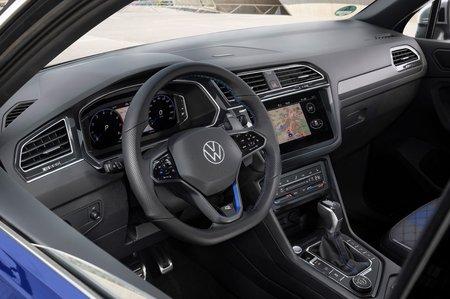 Volkswagen Tiguan R 2020 dashboard