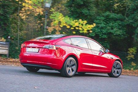 Tesla Model 3 2021 rear right cornering