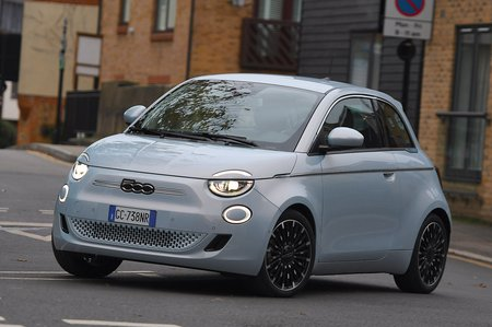 Fiat 500 2021 LHD front tracking