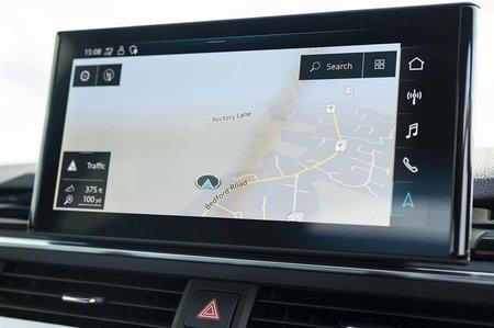 2019 RHD Audi A4 Avant infotainment