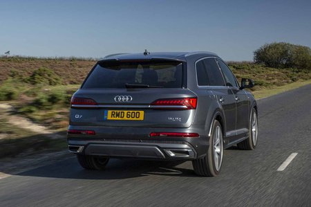 Audi Q7 2019 rear right tracking