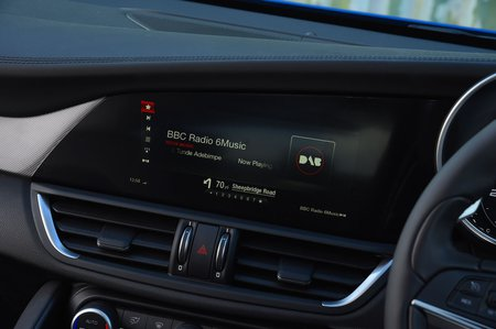Alfa Romeo Giulia 2018 infotainment