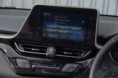 Toyota C-HR 2018 infotainment