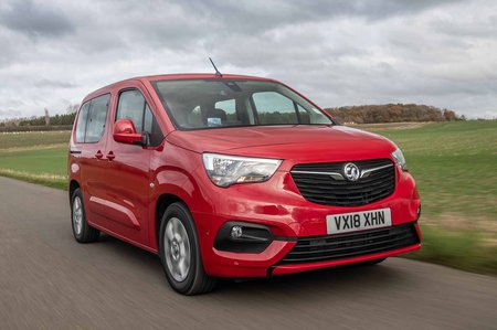 Vauxhall Combo Life 2018 tracking shot